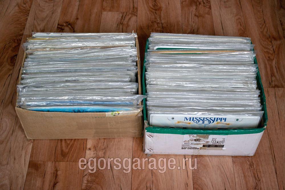 Хранение номерных знаков США в коробках