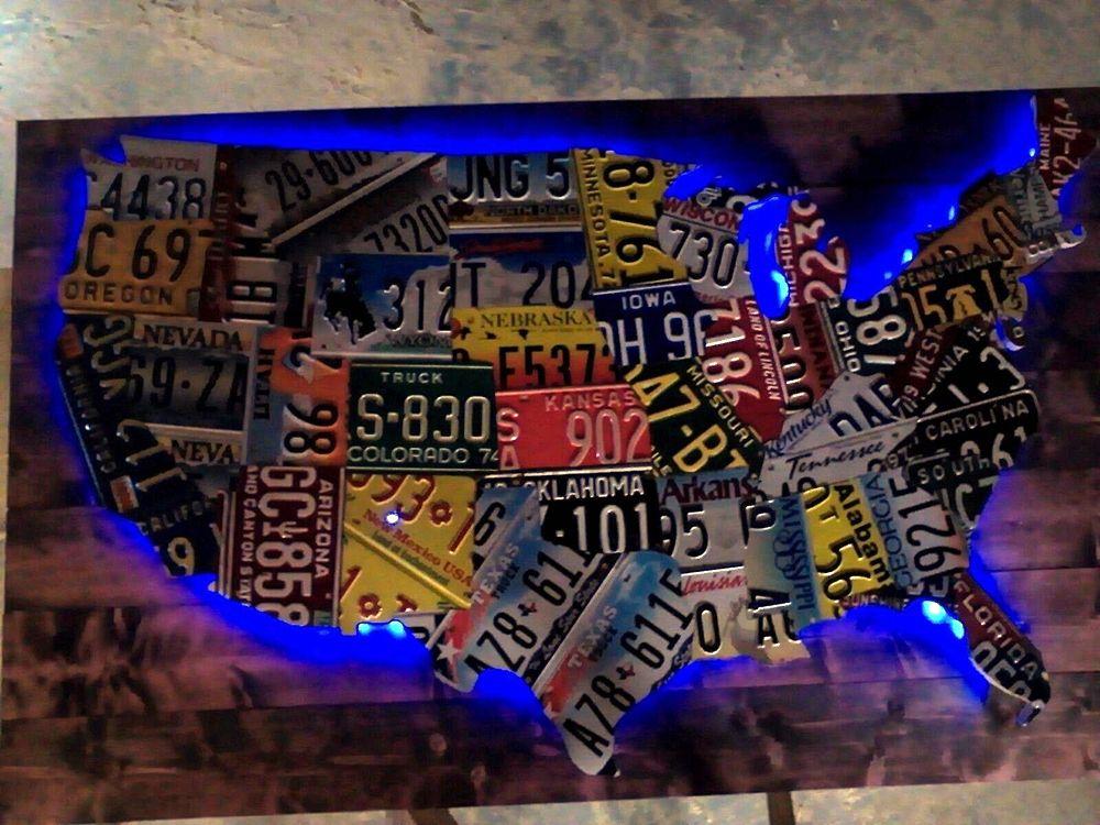 Карта из номерных знаков с подсветкой