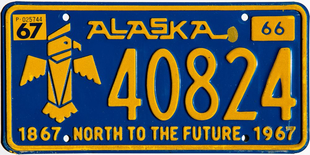 Тотем на номере Аляски